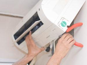 Klimatyzator w trakcie serwisu